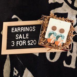 💐3/$20 🆕 Figure Graphic Drop Earrings